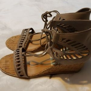 Dolce Vita Loraine Ghillie Wedge
